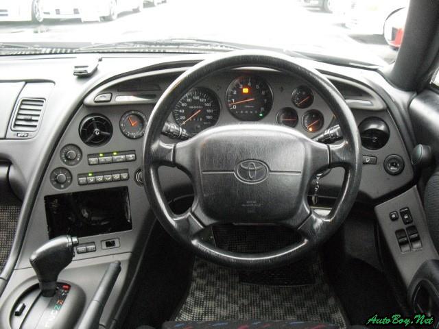 運転席 インテリアも、傷、しみ、こげ跡などなく、大変きれいな状態です。 運転席... スタイル抜
